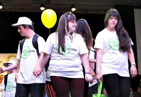 Grupo de adolescentes con síndrome de Down