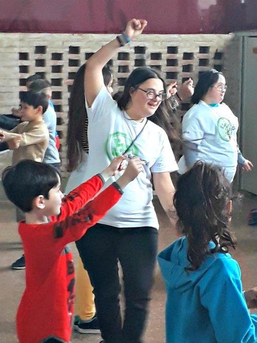 Danzas folklóricas en la Escuela número 5 de El Palomar
