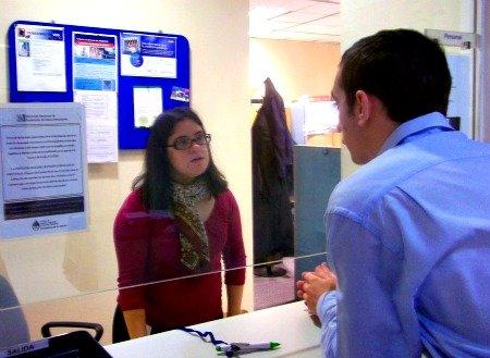Camila Torras en su trabajo