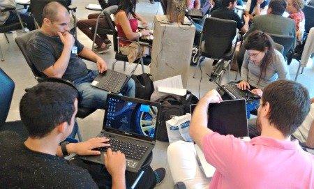 Desarrolladores trabajan en la hackathon de ASDRA, IBM y el Ministerio de Desarrollo Social de la Nación