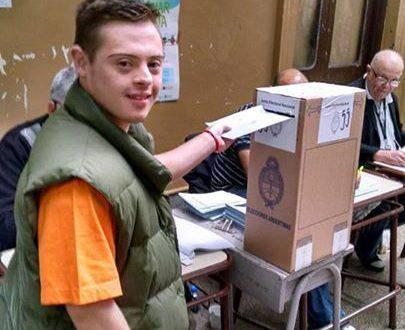 Resultado de imagen para votar de una persona que padece Síndrome de Down.