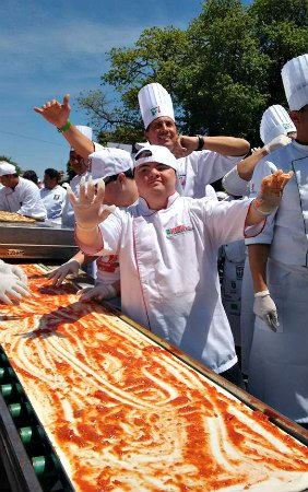 La pizza más larga de Salta
